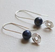Spiral Drop Earrings | You are really going to love this pair of wire earrings!!! They are so easy to make and perfect for all occasions!