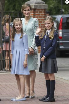 La reine Letizia d'Espagne et ses filles la princesse Leonor et l'infante Sofia lors de la première communion de l'infante Sofia d'Espagne, le 17 mai 2017 à Madrid.