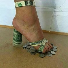 12 weird and crazy high heel shoes that will make your feet hurt. The high heels made of money is definitely our favorite though. Wierd Shoes, Funny Shoes, Me Too Shoes, Creative Shoes, Unique Shoes, Weird Fashion, Fashion Shoes, Hot Shoes, Shoes Heels