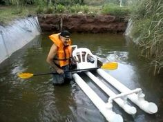 PVC PASSO A PASSO: teste de kaiak de P.V.C..muito divertido Pvc Pipe Crafts, Pvc Pipe Projects, Boat Projects, Kayak Fishing, Fishing Boats, Backyard Creations, Canoe Camping, Cool Boats, Diy Boat