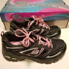 Skechers Women's D'Lites New Retro BlackWhite Casual Shoe 7.5 Women US