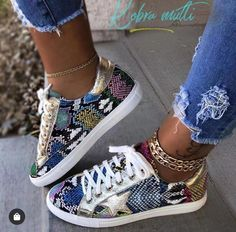 Yeezy Sneakers, Sneakers Mode, Casual Sneakers, Sneakers Fashion, Fashion Shoes, Gold Sneakers, Fashion Dresses, Ladies Sneakers, Fashion Trainers