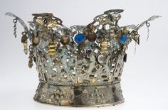 Norwegian Sunday: Bridal Crowns – Part III, Gallery – Wings of Whimsy There are different rumors about the history of … Queen Victoria Albert, Marriage Dress, Mourning Jewelry, Red Wedding Dresses, Bridal Crown, Married Woman, Printable Designs, Types Of Collars, Princess Cut