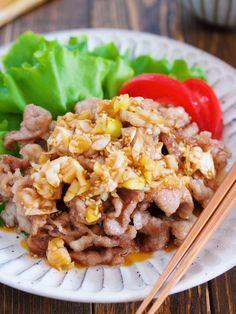 カリカリ♪豚こま油淋鶏【#節約 #揚げない #ヘルシー】 by Yuu 「写真がきれい」×「つくりやすい」×「美味しい」お料理と出会えるレシピサイト「Nadia | ナディア」プロの料理を無料で検索。実用的な節約簡単レシピからおもてなしレシピまで。有名レシピブロガーの料理動画も満載!お気に入りのレシピが保存できるSNS。