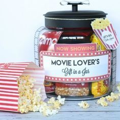 150 Best Christmas Gifts in a Jar - Prudent Penny Pincher christmas dyi Christmas Gifts For Coworkers, Cheap Christmas Gifts, Dollar Store Christmas, Christmas Mason Jars, Cheap Gifts, Christmas Gift Wrapping, Christmas Fun, Diy Gifts, Homemade Gifts