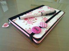 ▶ Manualidades de papel: Cómo decorar una agenda Moleskine. Tutorial - YouTube