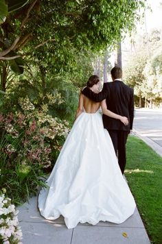 Wedding Trends: The Backless Wedding Dress. Must have!