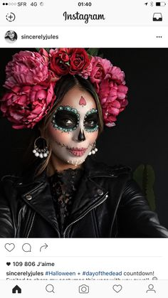 """Unicorns and Co .: These are the coolest Halloween costumes 2 Einhörner und Co.: Das sind die coolsten Halloween-Kostüme 2016 The figure """"La Catrina"""" actually comes from Mexico – as a costume it is not only cool, but also quite fashionable. Disfarces Halloween, Halloween Makeup Looks, Halloween Makeup Sugar Skull, Pretty Halloween, Sugar Skull Costume, Candy Skull Makeup, Sugar Skull Makeup Tutorial, Skeleton Makeup, Vintage Halloween"""