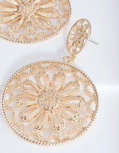Description A fun pair of fashion earrings are an easy way to spice up your daily ensembles! These gold-toned statement earrings feature a floral filigree design. Gold Statement Earrings, Filigree Earrings, Flower Earrings, Sterling Silver Earrings, Gold Earrings, Filigree Design, Gold Filigree, Lovisa Jewellery, Bridesmaid Jewelry
