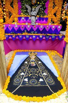 Dia de los Muertos Altar - Oaxaca, Mexico #dayofthedead altar inspiration from #Mexico.