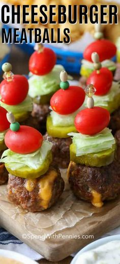 Cheeseburger Stuffed Meatballs are the ultimate tailgating snack! Cheeseburger Stuffed Meatballs are the ultimate tailgating snack! Juicy beef meatballs are stuffed with cheese and b Cheese Burger, Yummy Appetizers, Appetizer Recipes, Cheese Stuffed Meatballs, Bite Size Snacks, Bacon Cheeseburger Soup, Beef Dishes, Tapas, Cooking Recipes