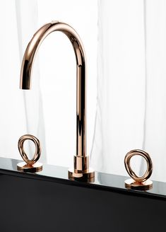 Fresh design to a very common item, and still nice and clean. THG-Paris x Studio Putman Sink Taps, Bathroom Faucets, Bath Taps, Sinks, Bathroom Interior, Modern Bathroom, Modern Faucets, Bathroom Inspiration, Interior Inspiration