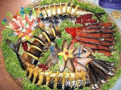 Fish Plate, Fruit, Halloween, Ethnic Recipes, Flowers, Food, Decor, Drink, Salads