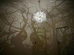 La chambre de pirate (par Kuhl Design Build)    Le filet hamac dans la cage d'escalier (par les architectes portugais de OODA)    La porte qui se transforme en table de ping-pong (cheztobiasfraenzel.com)    Le lustre qui transforme votre pièce en forêt hantée (trouvez chezhil