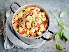 Pekonipasta | Valio New Cooking, My Cookbook, So Little Time, Food Inspiration, Thai Red Curry, Potato Salad, Food And Drink, Dinner, Ethnic Recipes