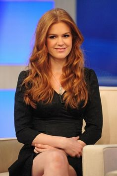 isla fisher light auburn hair. so want that hair color. (Auburn Hair)