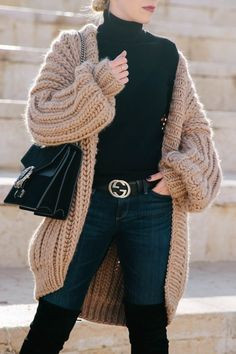 The Coziest Cardigan You'll Ever Own - Meagan's Moda Oversized Cardigan Outfit, Knit Cardigan Outfit, Sweater Outfits, Stylish Winter Outfits, Fall Winter Outfits, Casual Outfits, Mode Inspiration, Look Cool, Ideias Fashion