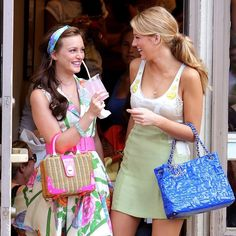 Gossip Girl is an American teen drama series. The series revolves around the Upper East Siders and an important role of Gossip Girl in their life. Gossip Girl Blair, Mode Gossip Girl, Estilo Gossip Girl, Gossip Girl Fashion, Fashion Now, Fashion Tips, Gossip Girls, High Fashion, Serena Van Der Woodsen