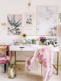 How To Create A Chic Office Space – Rustic Crafts & Chic Decor – Chic Home Office Design Office Table Design, Home Office Design, Home Office Decor, Office Ideas, Office Inspo, Pink Office Decor, Pink Home Decor, Chic Apartment Decor, Office Decorations