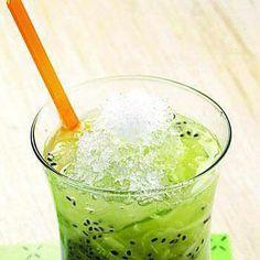Asik es timun :v Panas-panas gini sepertinya enak nih kalau minum es timun melon. Mau tau cara buatnya? Yuk simak berikut ini.  Bahan : 2 sdt selasih, rendam dan tiriskan 4 buah ketimun, serut... 300 gram melon, keruk panjang 850 ml air  200 ml sirup melon  1 sdm air jeruk nipis  500 gram es batu   Cara membuat : 1.Campur ketimun, melon, dan selasih. Tuang air. 2.Tambahkan sirop melon, air jeruk nipis, dan es batu.See More