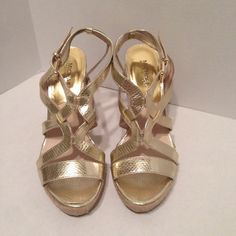 Michael Kors Palm Beach Espadrilles Glam up your summer outfit with these hot espadrilles! EUC. Size 9 1/2 M Michael Kors Shoes Espadrilles
