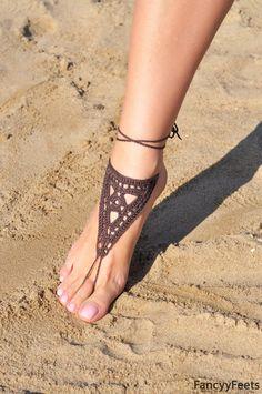 Crochet marron sandales pieds nus, bijoux, demoiselle d'honneur, le pied pieds nus sandales, plage, bracelet de cheville, mariage chaussures, mariage de plage, chaussures de l'été