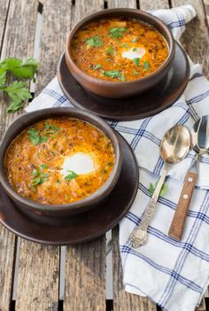 Valdiviano, Chilean Soup is traditional and deliciously easy to make. You can use different jerky meats, so comforting and warming. Chilean Recipes, Chilean Food, Healthy Diners, Kinds Of Soup, Food Challenge, Onion Soup, Recipe Images, Soup And Salad, Tasty Dishes