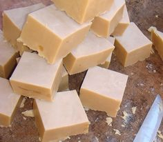 soap recipe (in portuguese) Home Made Soap, Handmade Soaps, Soap Making, Cleaning Hacks, Food And Drink, Cheese, Homemade, Chocolate, Cooking
