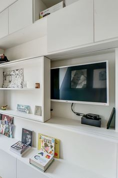 Living Room Tv, Living Room Remodel, Home And Living, Tv Wall Design, House Design, Tv Escondida, Bookshelves With Tv, Tv Nook, Home Office Cabinets
