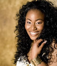 Mandisa- a beauty, inside and out   Her voice, I want