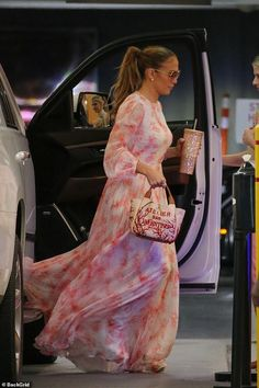 Chiffon Evening Dresses, Chiffon Maxi Dress, Summer Dresses, Nicky Hilton, Ben Affleck, Jennifer Lopez, J Lo Fashion, Pretty In Pink Dress, Long Sleeve Gown