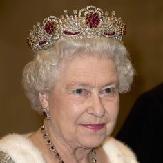 From dainty circlets to massive kokoshniks, here are 40 exquisite tiaras and crowns owned by the British Royal Family, including Queen Elizabeth, Kate Middleton and Meghan Markle. Royal Crown Jewels, Royal Crowns, Royal Tiaras, Royal Jewelry, Tiaras And Crowns, Vintage Jewelry, Lady Elizabeth, Princess Elizabeth, Crowns