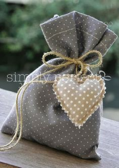 Sort of the direction we want to take Lavender Bags, Lavender Sachets, Creative Gift Wrapping, Creative Gifts, Wedding Favours, Diy Wedding, Baptism Favors, Treat Bags, Gift Bags