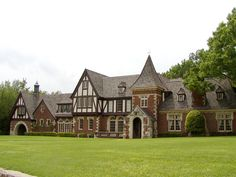 Tudor mansion. Um, I wouldn't mind a house like this to live in. I wouldn't mind it at all to be honest, but I'll never be able to afford something like this, so I'll have to dream about it or something instead... (LOL)