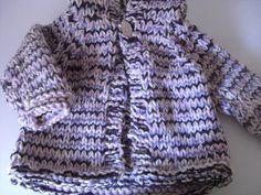 Babyjäckchen aus Wollresten, gestrickt mit Stricknadeln Nr. 9