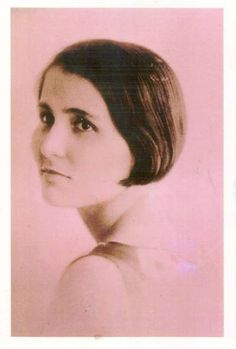 Clara Gonzalez (1900-1990) was the first woman in Panama to receive a law degree.  While she was a student, Clara wrote one of the first papers on women's legal rights in Panama (La mujer ante el derecho panameño).  Clara completed law school in 1922 but she could not begin practicing as a lawyer until 1924 when the Panamanian Legislative Assembly passed Law 55 giving women the right to practice law.