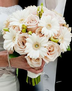 daisies & roses wedding flower bouquet, bridal bouquet, wedding flowers, add pic source on comment and we will update it. www.myfloweraffair.com can create this beautiful wedding flower look.