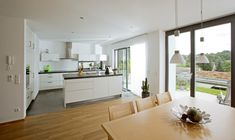 Open kitchen modern white with kitchen island and dining table wood – Interior Baumeister Haus Leitner – HausbauDirekt. Open Plan Kitchen Living Room, Kitchen Design Open, Interior Design Kitchen, Kitchen Modern, Open Kitchen, Kitchen Island Storage, Wood Kitchen Island, Kitchen Islands, Sweet Home