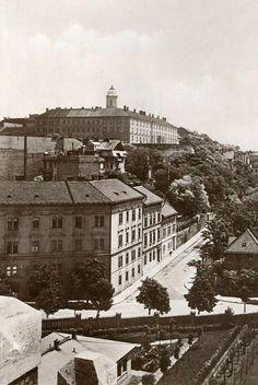 Old Pictures, Old Photos, Vintage Photos, Budapest Hungary, Historical Photos, Austria, Paris Skyline, The Past, Marvel