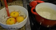 Fastest Way to Peel a Peach, peel a peach in 10 seconds - We love peaches from fresh to frozen this is the easiest and fastest way to peel peaches Peach Jam Recipe No Pectin, How To Peel Peaches, 10 Seconds, Pickling, Fudge Recipes, Short Cuts, Diy Hacks, Helpful Tips, Food Storage