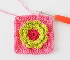 Here you can find free crochet pattern for a crochet blanket. The love garden crochet blanket is made of flower granny squares. Crochet Flower Squares, Crochet Blocks, Granny Square Crochet Pattern, Crochet Flower Patterns, Crochet Granny, Crochet Flowers, Crochet Stitches, Crochet Baby, Free Crochet