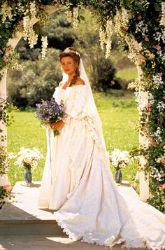 Jane Seymour - In a two-part episode of Dr. Quinn, Medicine Woman in Seymour's titular character pledged her eternal love for Byron Sully (Joe Lando). Movie Wedding Dresses, Celebrity Wedding Dresses, Wedding Movies, Celebrity Weddings, Wedding Gowns, Celebrity Style, Lady Jane Seymour, Dr Quinn, Wedding People