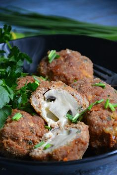 Pieczarki z mozzarellą w mięsnej skorupce Salmon Burgers, Mozzarella, Stuffed Mushrooms, Pork, Ethnic Recipes, Crafts, Diet, Thermomix, Stuff Mushrooms