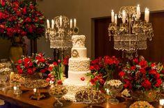 casamento-vermelho-decoracao10 Beauty And The Beast Theme, Beauty And Beast Wedding, Party Decoration, Wedding Decorations, Table Decorations, Red Wedding, Wedding Bells, Red And White Weddings, Masquerade Theme