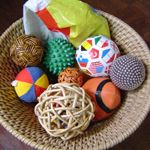 Balls of different textures. Montessori sensorial lesson for infants and toddlers Montessori Education, Montessori Classroom, Montessori Toddler, Montessori Materials, Montessori Activities, Infant Activities, Toddler Daycare, Classroom Ideas, Baby Sensory