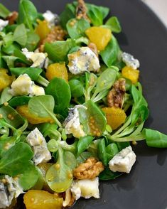 Salat de iarna. Winter salad. 🧀🌱🍊 #savoriurbane #peblog . Link in bio - reteta la linkul de pe profilul meu @oanaigretiu . #valerianella #wintersalad #bluecheese #oranges #walnut #walnuts #mustard #honey #mustardhoneydressing #saladdressing #crunchy #healthyfood #vegetarianrecipes #vegetariano #salata #salatadeiarna #feldsalat #portocale #mustar #nuca #nuci #dulceacrisor #instasalad #vsco_food #foodideas #foodphotoaday #delicious Healthy Salad Recipes, Vegetarian Recipes, Cooking Recipes, Vegan For A Week, Winter Salad, Romanian Food, No Cook Meals, Carne, Green Beans
