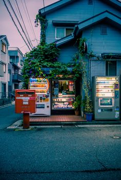 Kanagawa - I like the randomness of the vending machines in a quite neighbourhood. Wish we had that in my country.