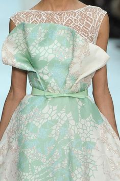 Elie Saab at Couture Spring 2012 - Details Runway Photos Couture Fashion, Runway Fashion, High Fashion, Spring Fashion, Pretty Dresses, Beautiful Dresses, Elie Saab Spring, Elie Saab Couture, Fashion Details