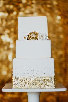 Wedding Cake - Sparkly NYE Party | Southern Fried Paper | Photos by Apryl Ann  | www.theglitterguide.com