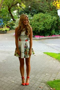 Adorable Patterned dress with a bright pump